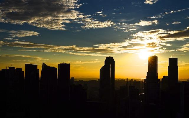 海外で銀行口座を開設したい。あなたらなら香港とシンガポールどちらにする?